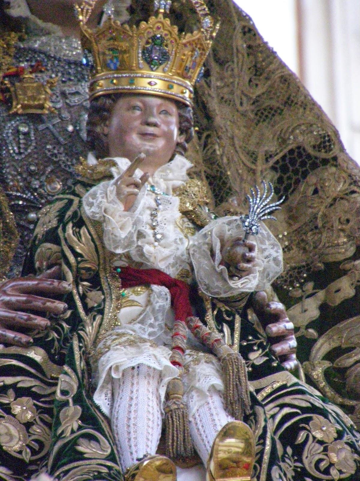 Procesi n de la virgen de los reyes patrona de sevilla for Mudanzas virgen de los reyes